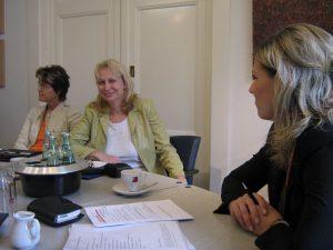 Ilona Orthwein im Beratungsgespräch