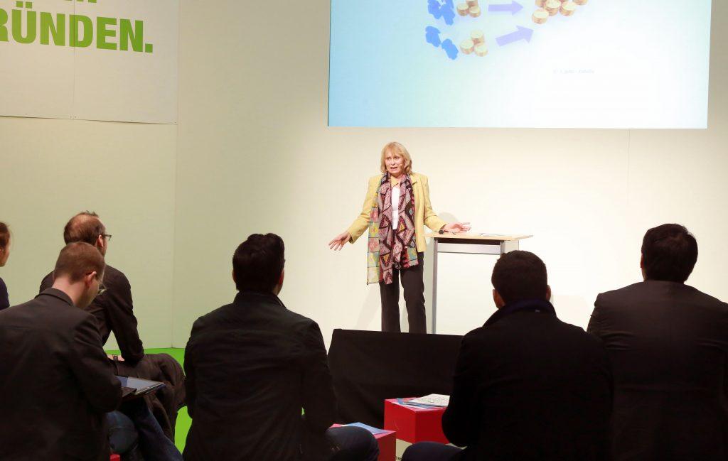 Ilona Orthwein spricht in der Westfalenhalle Dortmund vor Unternehmern und Gründern