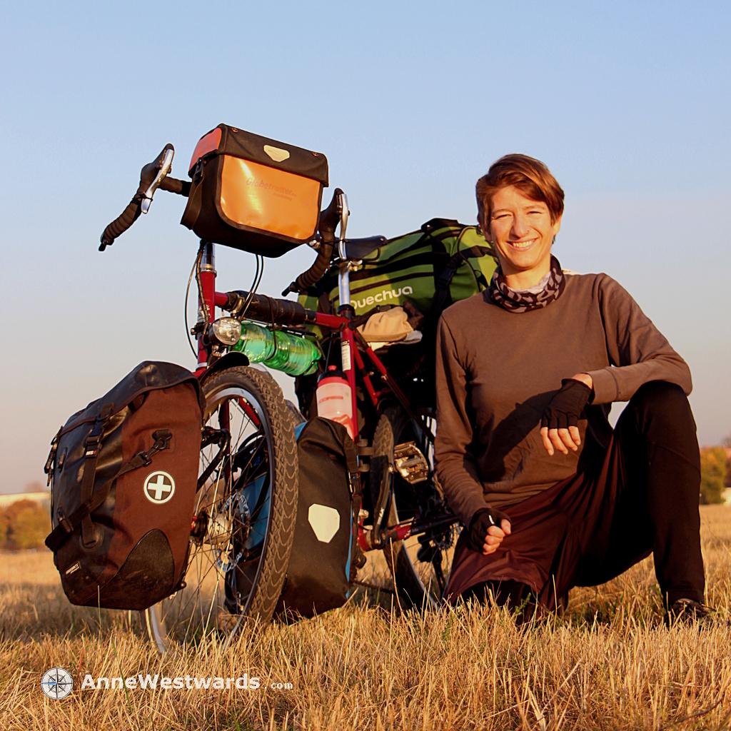 Unterwegs auf zwei Rädern: Anne Westward bei ihrer Tour entlang der alten Seidenstraßen